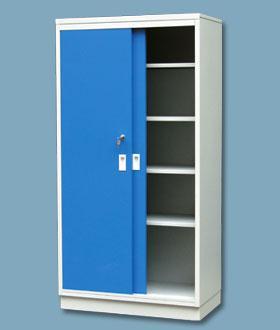 Kovová skříň s posuvnými dveřmi